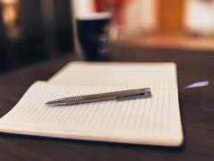 schrift met pen